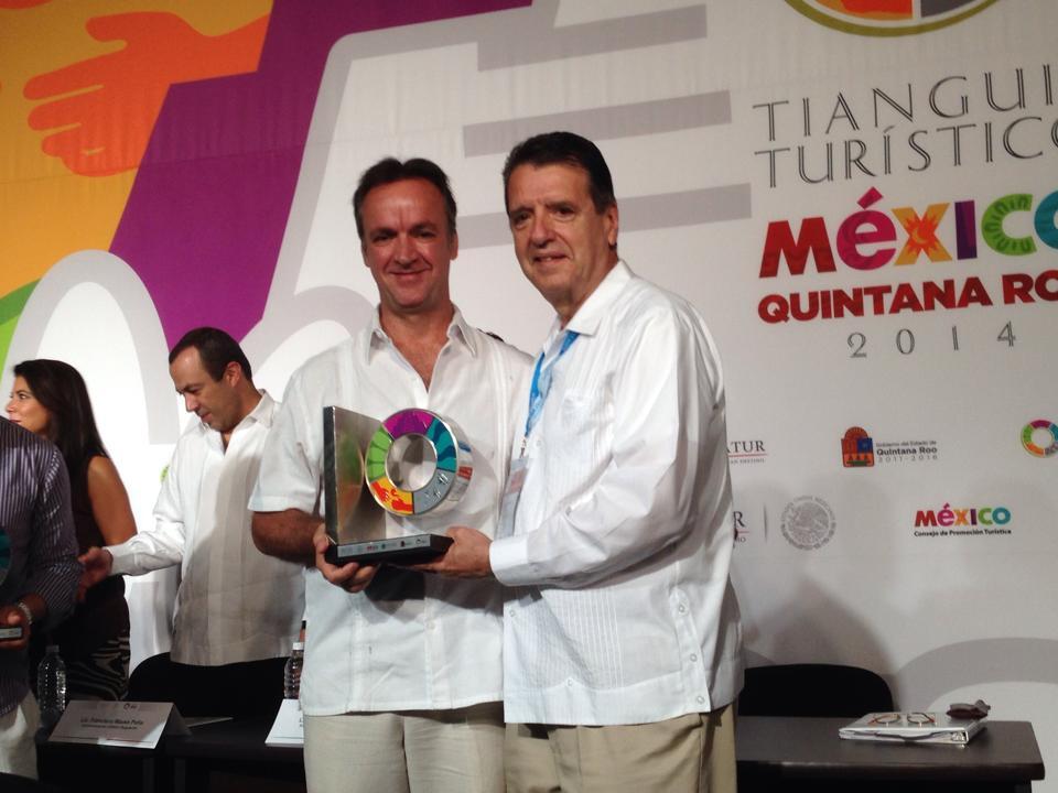 Bruno Giesemann recibe premio
